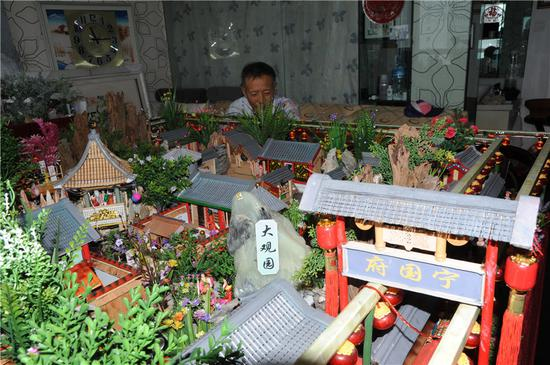 Man re-creates garden from Chinese classic in mini landscape