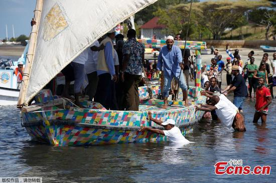 Islanders in Kenya build recycled plastic boat to highlight pollution